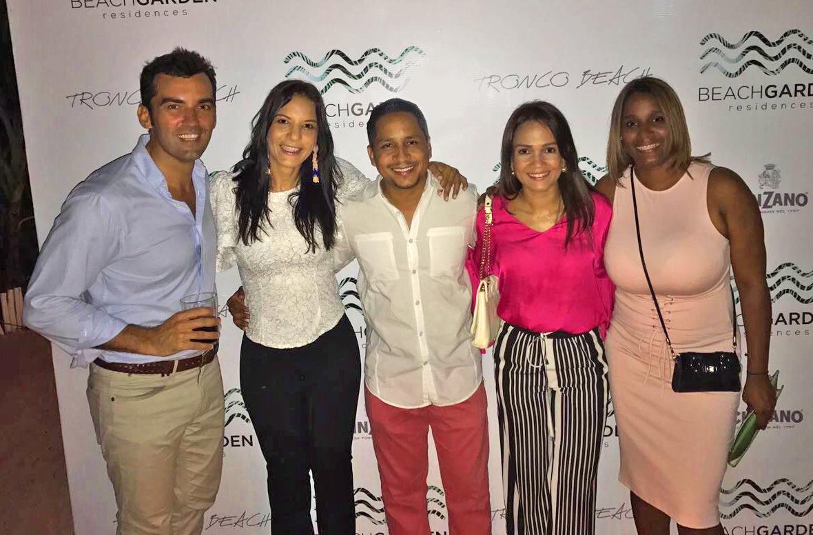 Javier Donoso, Ingrid Almonte, Juan Estevez, Elizabeth Santiago y Elizabeth Acevedo de Mr Home